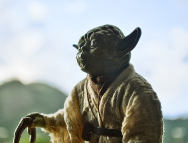 Fonte: https://pixabay.com/pt/photos/yoda-starwars-actionfigure-paisagem-667955/