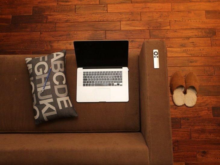 https://pixabay.com/pt/photos/escrit%C3%B3rio-em-casa-notebook-home-569153/