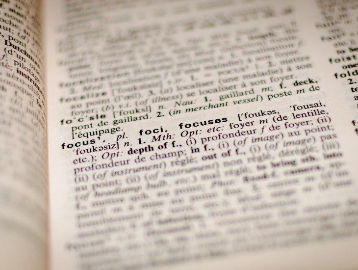 https://pixabay.com/pt/photos/dicionário-foco-livro-palavra-1149723/