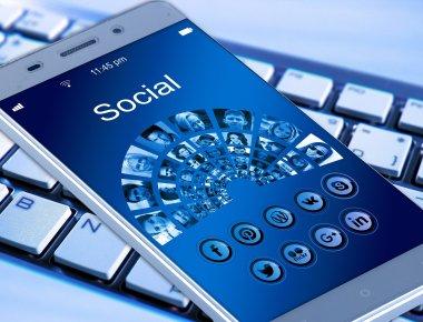 https://pixabay.com/pt/photos/telefone-celular-smartphone-teclado-1917737/