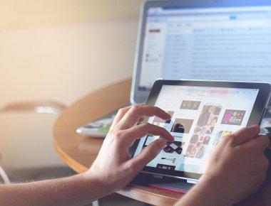 https://pixabay.com/pt/photos/ipad-comprimido-tecnologia-contato-820272/