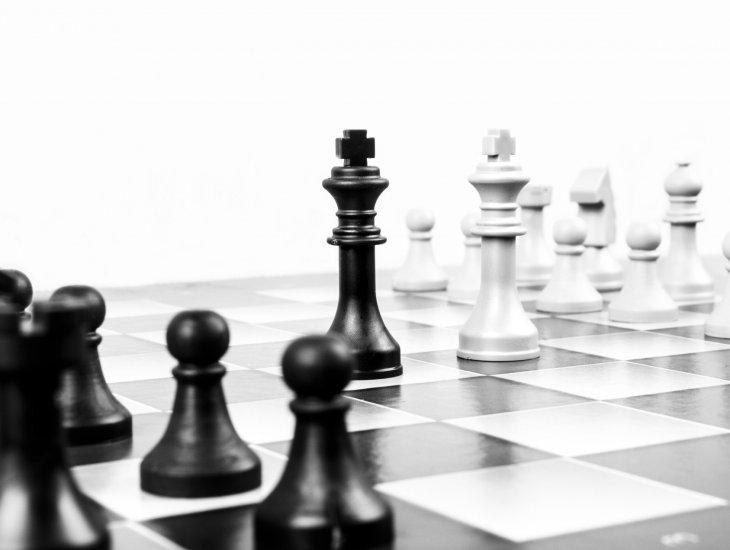 https://pixabay.com/pt/photos/xadrez-met%C3%A1fora-conselho-neg%C3%B3cios-316657/