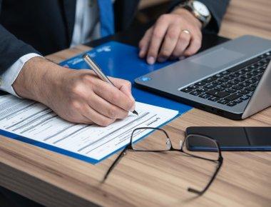https://pixabay.com/pt/photos/direito-advocacia-lex-advogado-4703934/